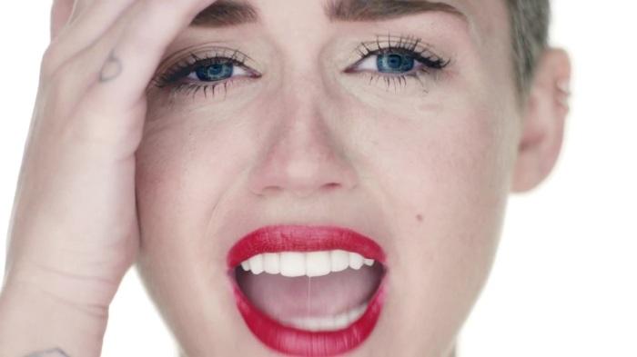 Miley_Cyrus_-_Wrecking_Ball_
